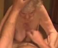 Hele oude oma zuigt lul van haar neukpartner
