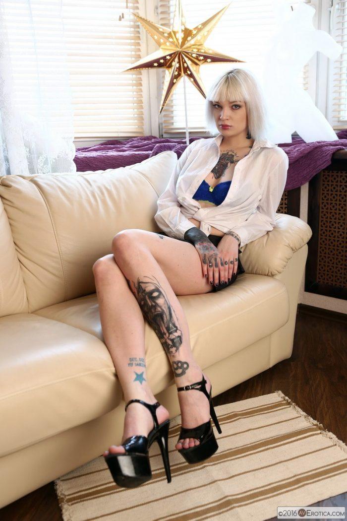 tattoo chick