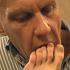Oudere man likt haar voeten haar kutje laat zich pijpen en neukt haar